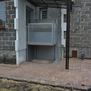 winda dla niepełnosprawnych w bloku